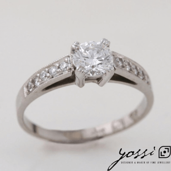 Astonishing Diamond & White Gold Engagement Ring