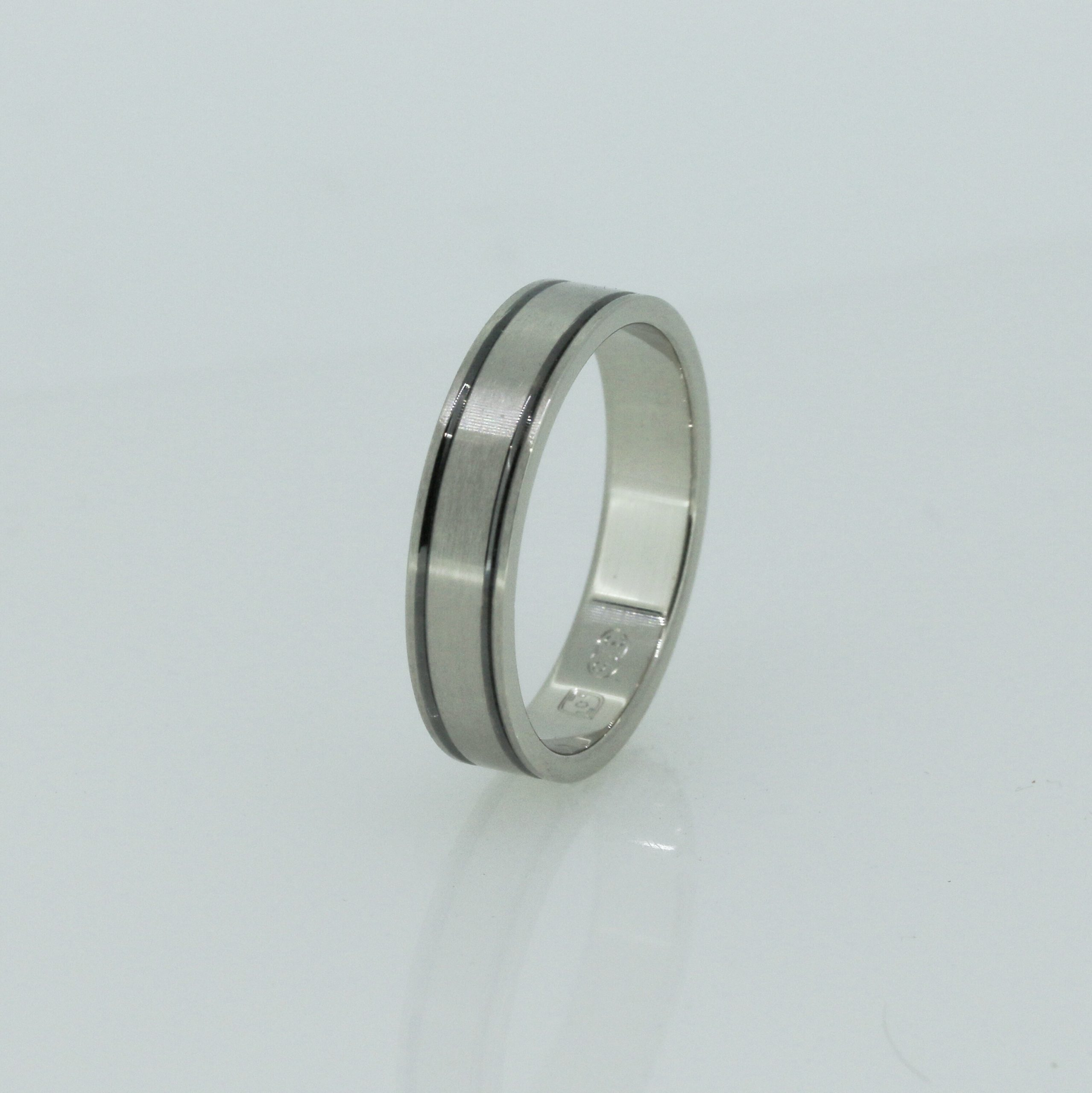 Harmonious Unisex Wedding Band 6