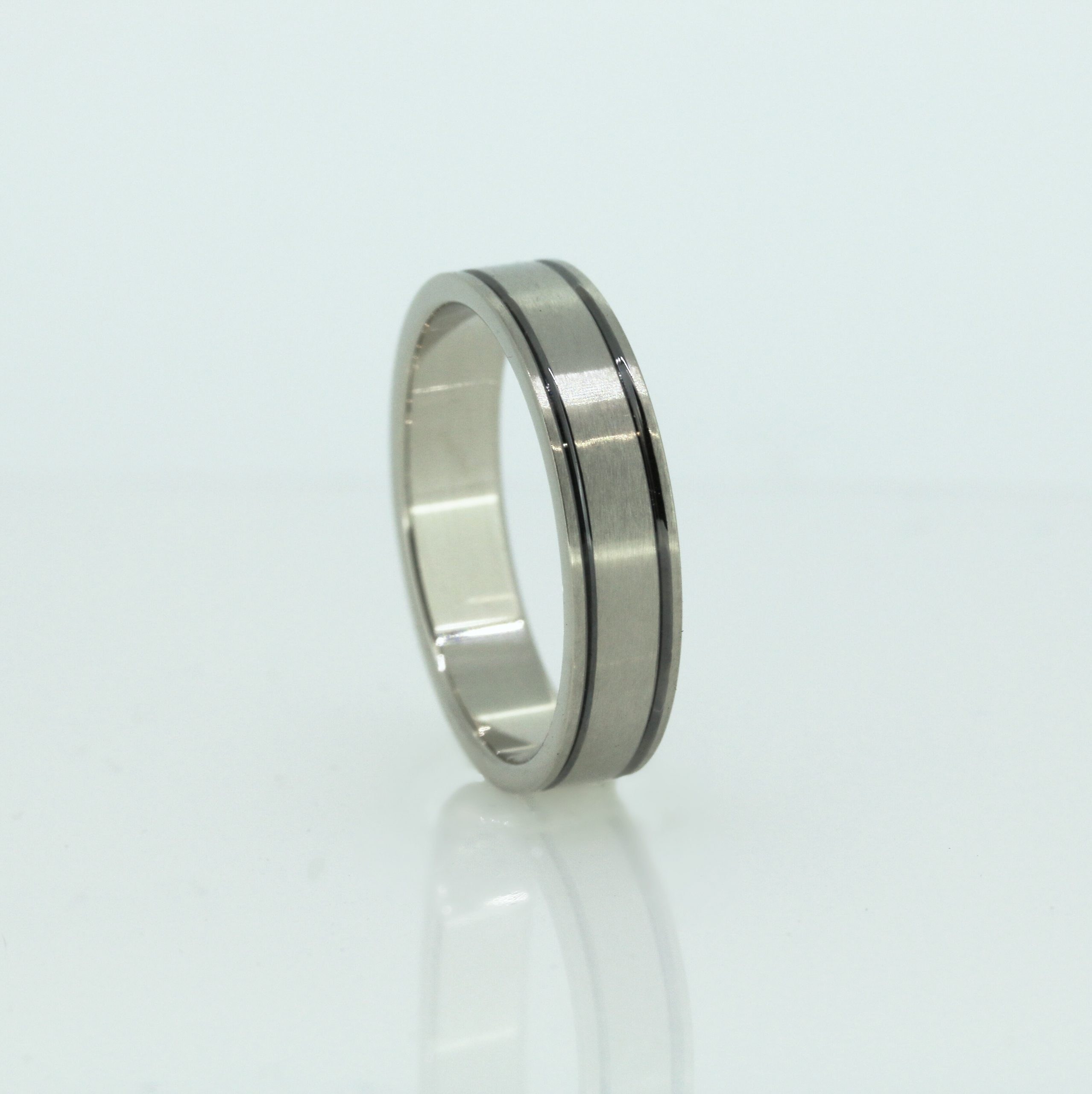 Harmonious Unisex Wedding Band 7
