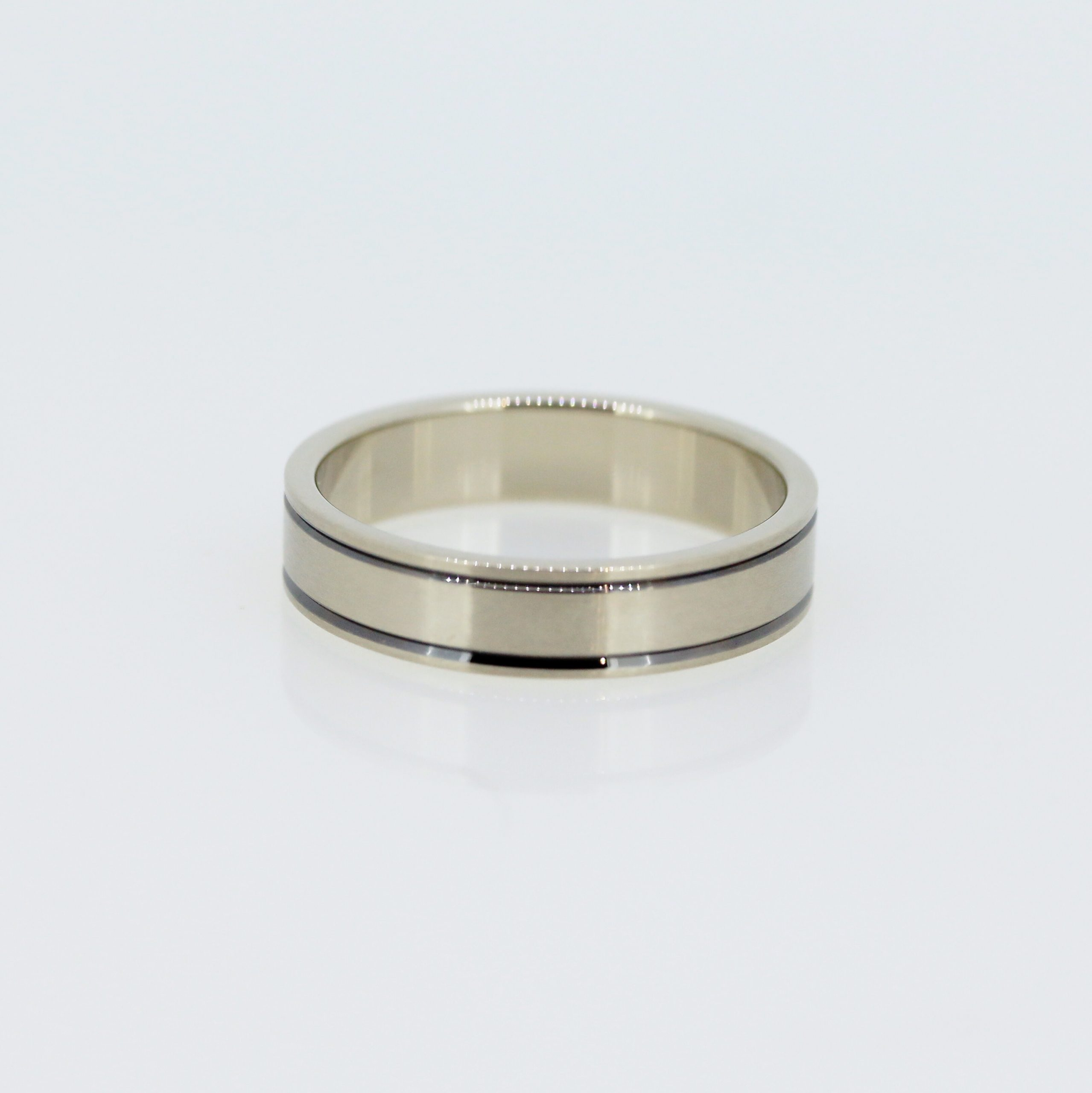 Harmonious Unisex Wedding Band 5