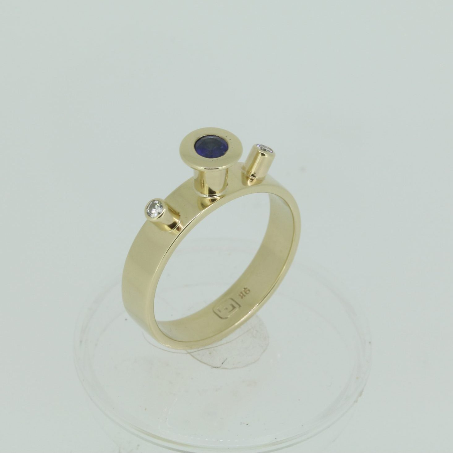 Spellbound Sapphire & Diamond Ring 4