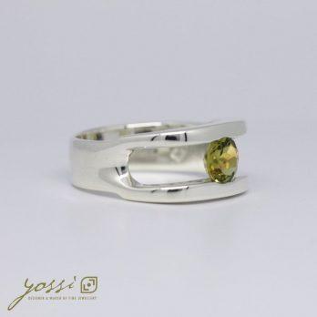 Dazzling Green Peridot Ring