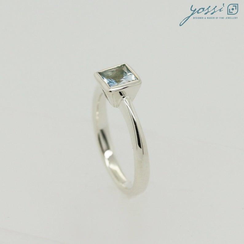 Spectacular Blue Topaz & White Gold Dress Ring 4