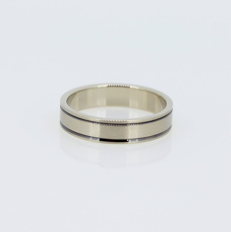 Harmonious Unisex Wedding Band 4