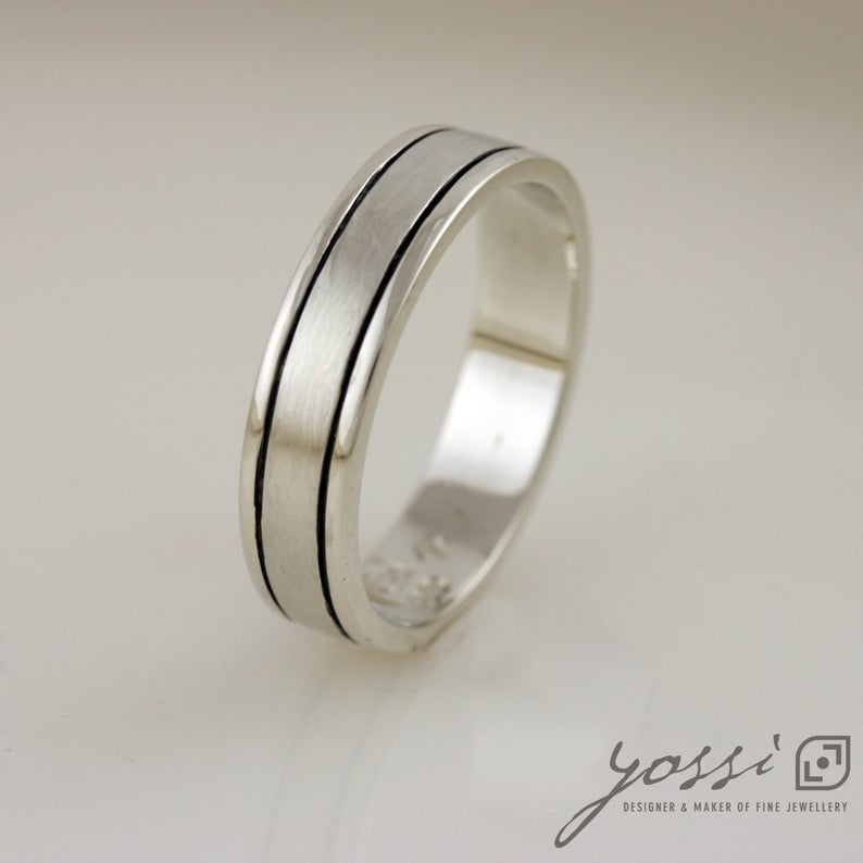 Harmonious Unisex Wedding Band 3