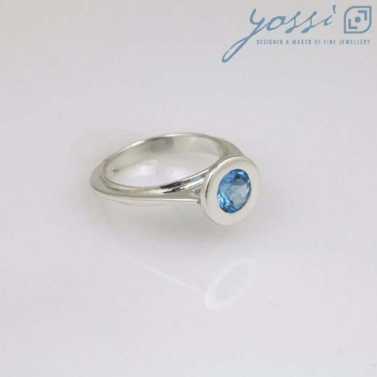 Graceful Sterling Silver Blue Topaz Ring 3